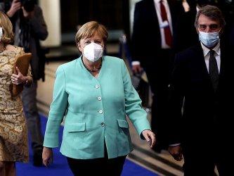 Меркел подкрепя идеята за глобален договор за борба с пандемията