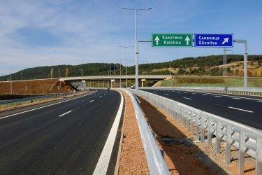 """Първите 17 км от магистрала """"Европа"""" между Драгоман и Сливница са готови"""