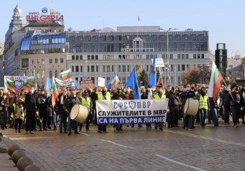 Полицаите протестираха за 30% ръст на заплатите