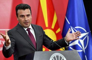 Зоран Заев: Аман, брате Каракачанов, не може да обичаш толкова Македония*