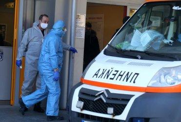 Пациент с Covid е починал, докато чака в линейката пред болница във Варна