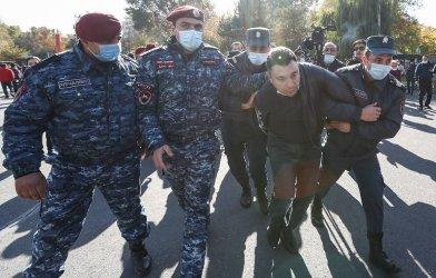 Арести в Армения след протест срещу споразумението за Нагорни Карабах