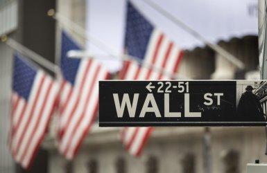 Пазарите в шах от неочаквания развой на вота в САЩ