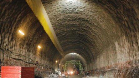 "Работник пострада при инцидент в тунел ""Железница"""
