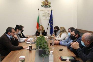 Бюджетът дава 50 млн. лв. за грантове за туроператори и турагенти