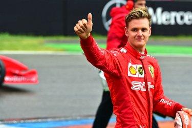 Мик Шумахер спечели титла във Формула 2