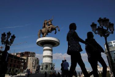 Албанската опозиция: София да признае македонско малцинство