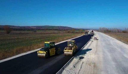 """Започна полагането асфалт на нов участък на магистрала """"Хемус"""""""