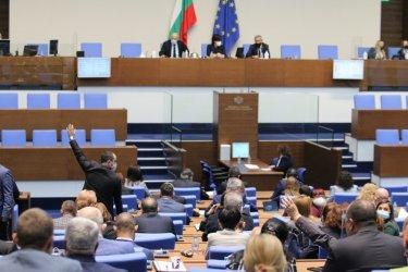 Парламентът отхвърли президентското вето върху двойната неустойка по бързите заеми