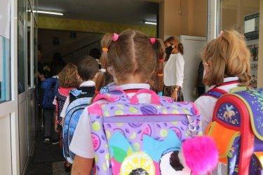 Учебната година за 1-3 клас се удължава до 23 юни, а останалите ще учат до 30 юни