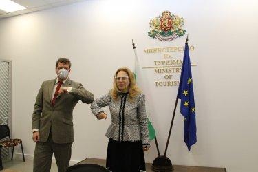 Бързи тестове за Covid-19 на пътниците ще правят на летищата във Варна и Бургас