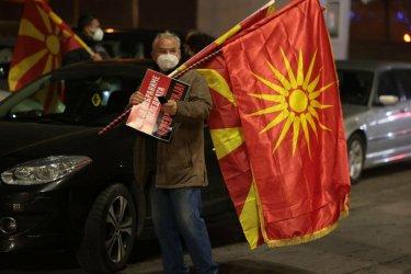 България засега няма да вдигне ветото върху Скопие