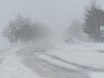 Снегът затвори за часове пътища в Русенско