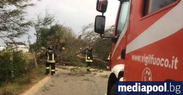 Най-малко трима души са загинали в Сардиния в събота, след