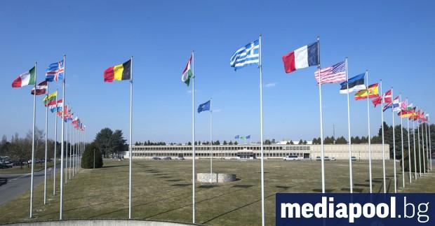 НАТО е поискала от членовете си повече пари, за да