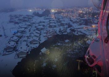 Десетки са в неизвестност след свлачище в Норвегия