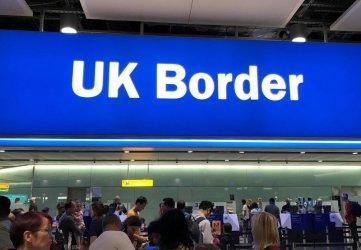 От октомври Лондон ще иска от пристигащите граждани на ЕС паспорти