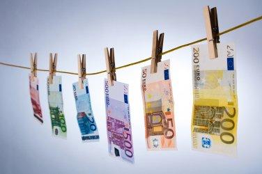 30 германски банки под надзор за пране на пари