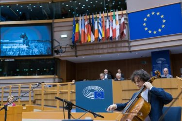 Премиер и главен прокурор пак се скриха от евродепутатите