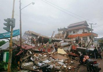 Над 34 жертви на силно земетресение в Индонезия