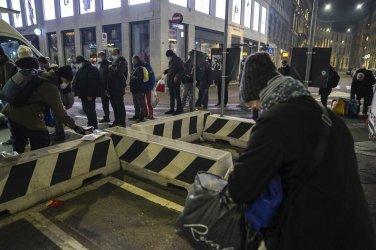 """Пандемията разкрива уязвимостта на """"новите бедни"""" в Италия"""