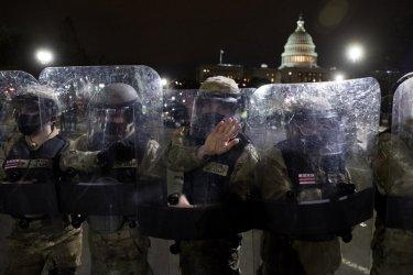 Шефът в оставка на полицейския отряд на Капитолия е искал помощ, но не я е получил