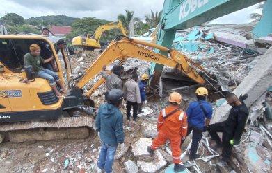 Десетки загинаха в Индонезия при земетресение от 6.2 по Рихтер