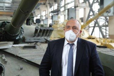 Борисов е горд, че освен магистрали строи без конкурс и танкове