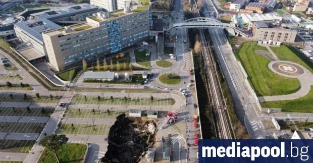 Подпочвени води предизвикаха пропадането на паркинга на една от болниците