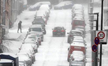 Снежна буря причини транспортен хаос в Германия