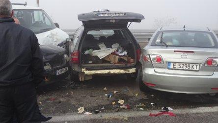 """Четирима пострадаха при верижна катастрофа на """"Струма"""""""