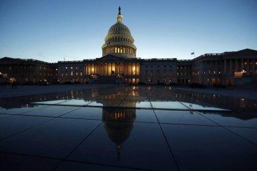 Конгресмени са били заплашвани преди предстоящия процес за импийчмънт срещу Тръмп