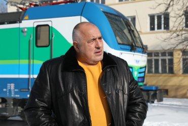 Борисов смени джипката и вертолета с умен локомотив (видео)