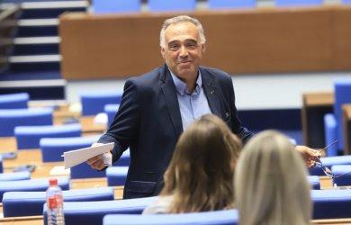 Антон Кутев: Договорка с ГЕРБ ще е унищожителна за БСП
