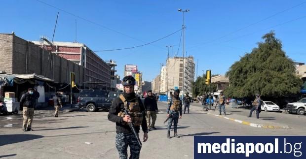 Двама терористи самоубийци се взривиха един след друг в центъра