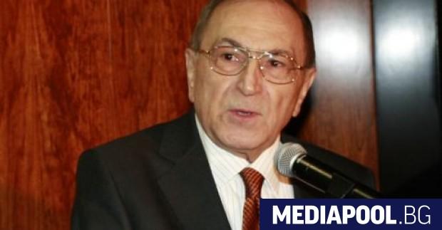 На 81-годишна възраст почина юристът и поет Асен Ошанов, който