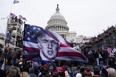 Сенатът задвижи процеса срещу Тръмп с кадри от щурма срещу Капитолия