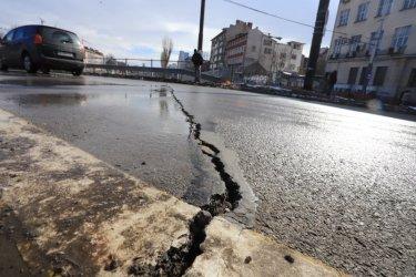 """Дълбоки пукнатини на """"Лъвов мост"""""""