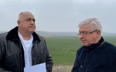 """Борисов се хвали от нивата: """"Фич"""" повиши перспективата пред рейтинга на България"""