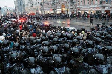 Русия повиши глобите за нарушения по време на улични протести
