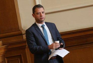 Делян Добрев е приет в болница с коронавирус