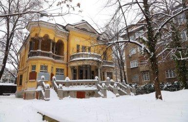 Тъжно: санират панелки, а рушат къщите от Третото българско царство