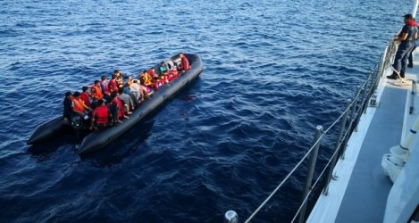 Германски кораб спаси над триста мигранти в Средиземно море за три дни