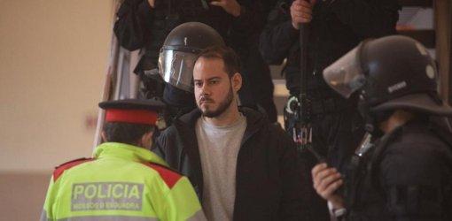 Горящи барикади издигнати в Испания при протести срещу арестуването на рапър