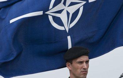 НАТО увеличава от 500 на 4000 души мисията си в Ирак