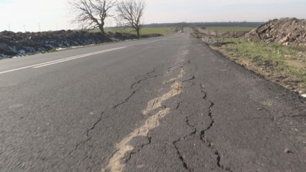 Три месеца след ремонта пътят между Ямбол и село Чарган отново е за ремонт