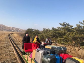 Руски дипломати напуснаха Северна Корея с ръчна дрезина