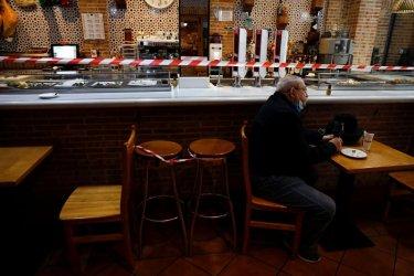 Затънали в дългове, ударените от пандемията ресторанти в Испания искат държавна помощ