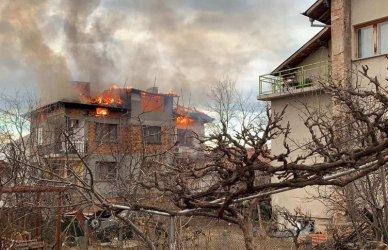 Жена загина, а двама души пострадаха при пожар в центъра на София