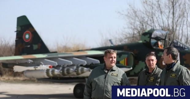 За да докаже, колко надеждни са старите съветски щурмовици Су-25,